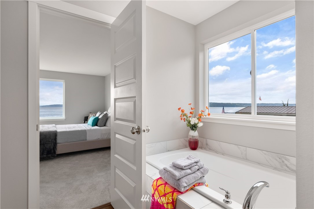 Photo 18 6599 Columbia Beach Dr Clinton WA 98236