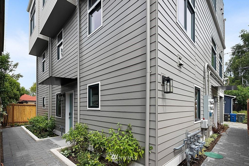 Photo 21 2112 B 9th Ave W Seattle WA 98119