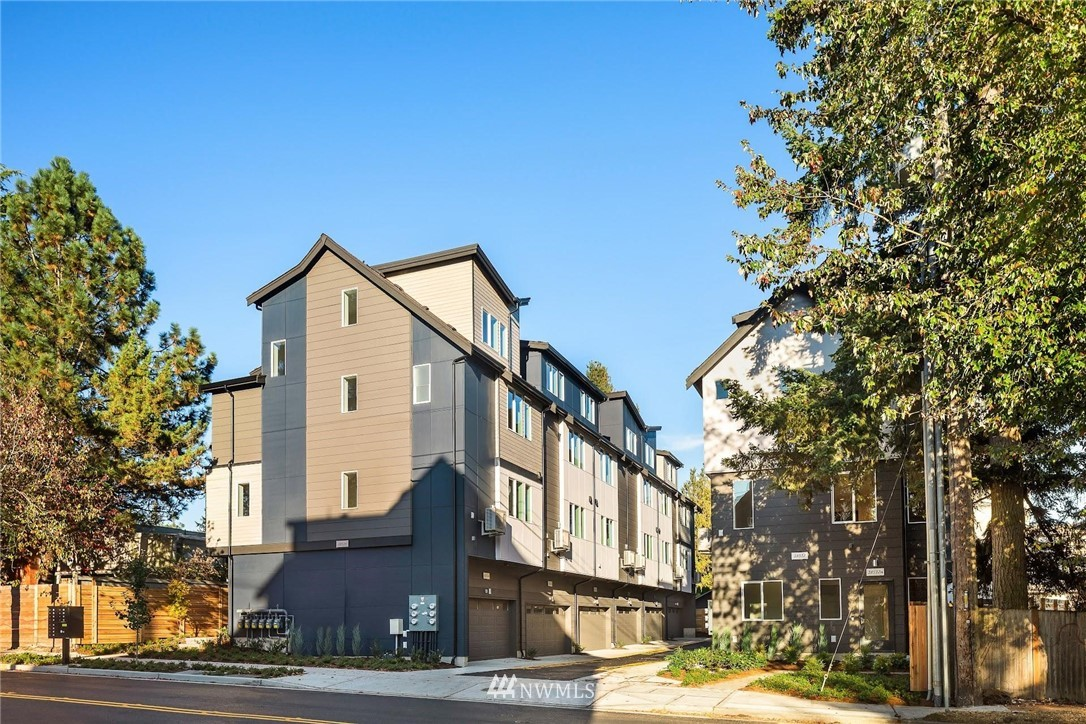 18514 Meridian Ave N Unit E Shoreline WA 98133