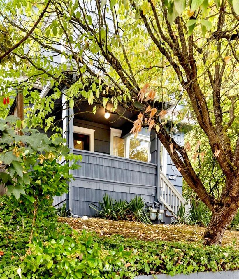 5525 11th Ave NE Seattle WA 98105