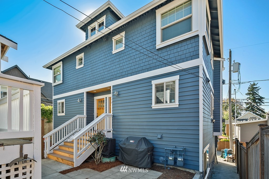 2155 8th Ave W Unit A Seattle WA 98119