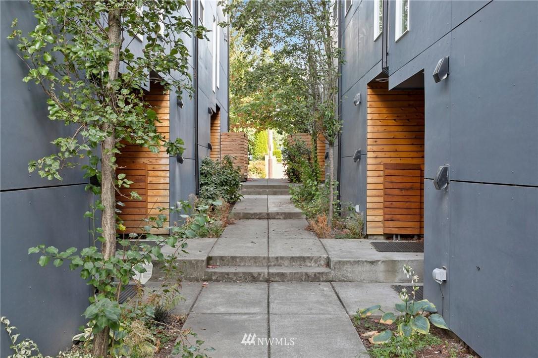 9067 17th Ave SW Seattle WA 98106